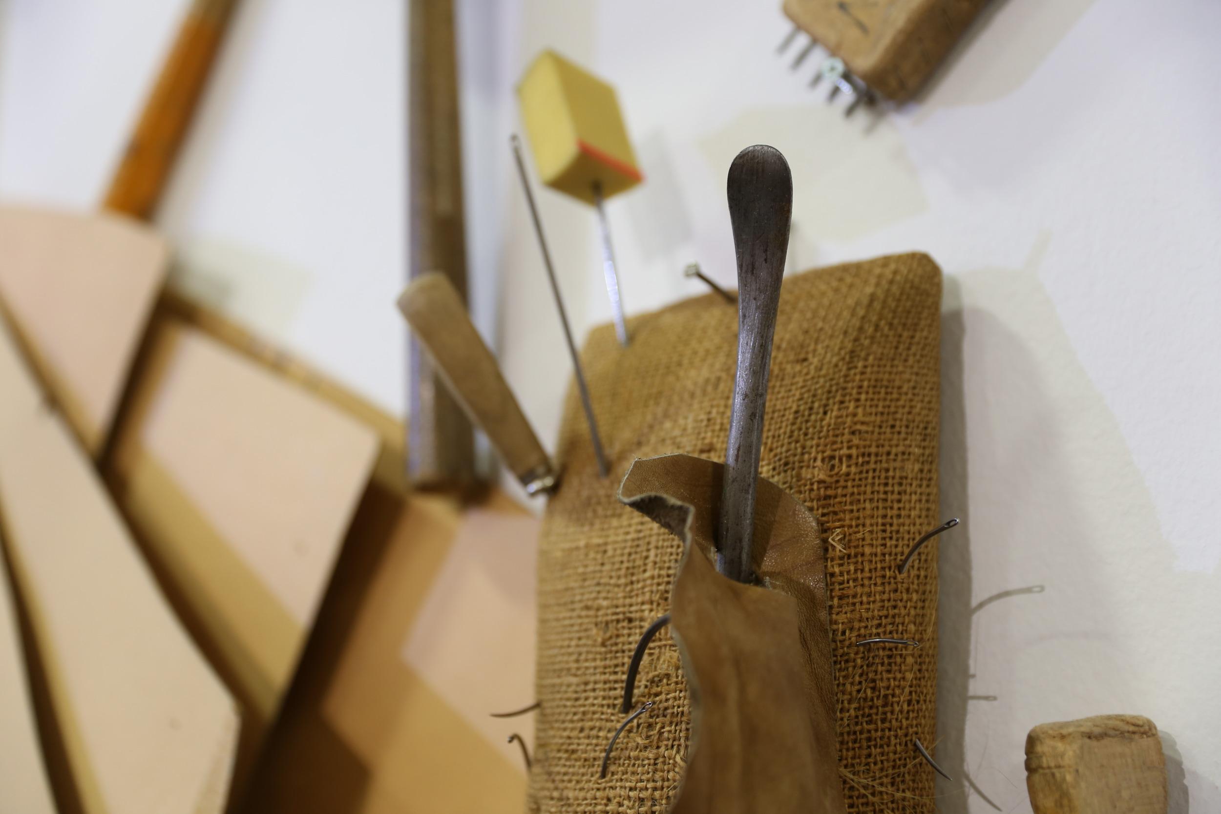 Foto attrezzi tappezzieri artigiani